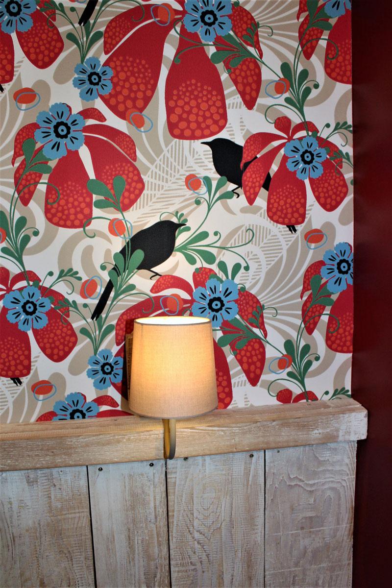 pose de papier peint décoratif fleuris