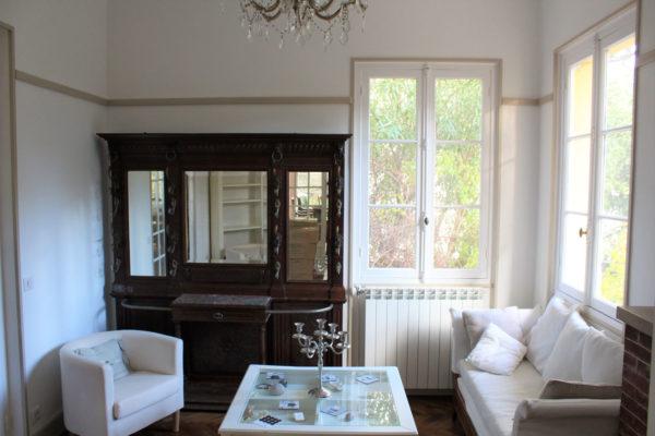 rénovation salon intérieur peinture et boiserie